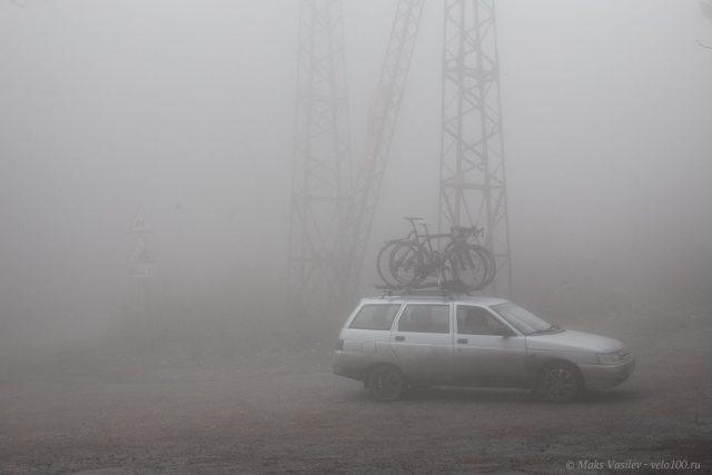 Через такую облачность ездить даже на машине - холодно и сыро.