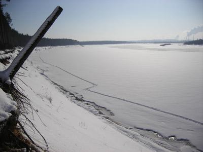 Вид на берег Вятки с лестницы на берегу у лагеря Боровица